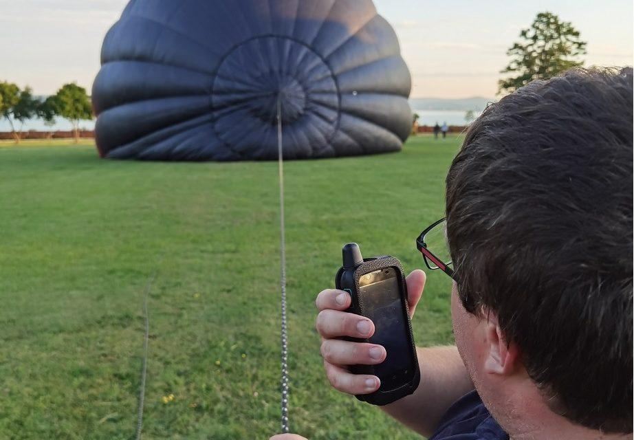 eChat hálózati rádió hőlégballonon.